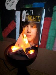 oct 1 burn Justin Bieber